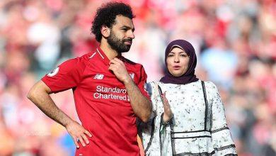 """صورة """"أم مكة"""".. الزوجة المثالية التي كانت سبباً في نجومية """"محمد صلاح"""".. لماذا تقارنها وسائل الإعلام بزوجات نجوم كرة القدم؟"""