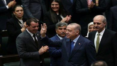 """صورة بالصور والفيديو.. بهذه الطريقة يحمي """"أردوغان"""" نفسه من الإصابة بـ """"فيروس كورونا"""""""