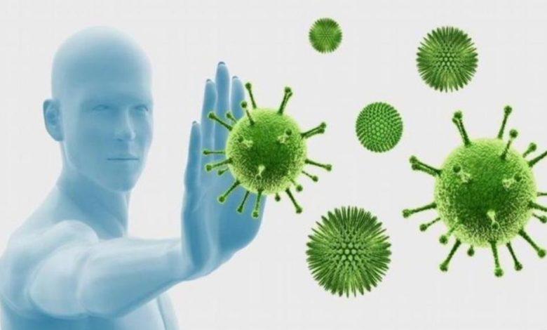 كم يعيش فيروس كورونا داخل جسم الإنسان