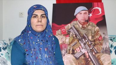 Photo of والدة جندي تركي تكشف عن رسائل وصلتها من ابنها قبل أن يفارق الحياة في إدلب