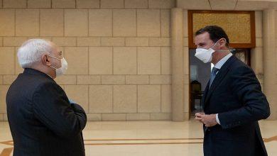 صورة خوفاً من كورونا.. هكذا استقبل بشار الأسد وزير خارجية إيران في دمشق (صور)