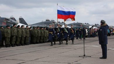"""صورة في احتفال خاص.. روسيا تزود نظام الأسد بطائرات """"ميغ"""".. وموالون للنظام يدعون """"بوتين"""" لإنقاذهم من الجوع"""
