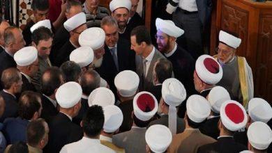 "Photo of ""رضعنا محبتك مع حليب أمهاتنا"".. مشايخ النظام يسبحون بحمد ""بشار الأسد"" على حساب أطفالهم (فيديو)"