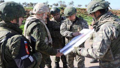صورة الجيش التركي يخاطب المدنيين في إدلب عبر مناشير ورقية.. وتكتيك روسي جديد بشأن الشمال السوري..!