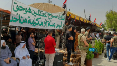 صورة تحت أنظار الشرطة العسكرية الروسية.. مظاهرة في درعا تطالب بإسقاط الأسد (فيديو)