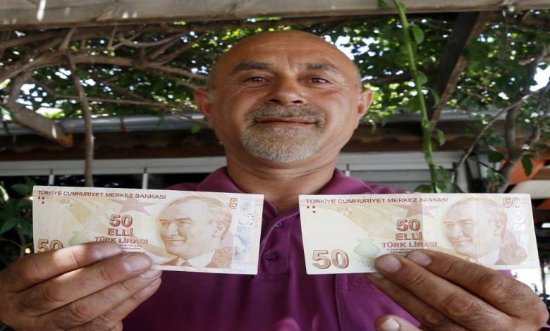 تركي يرفض مبلغ عشرة آلاف دولار