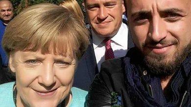 """صورة هكذا غيّرت صورة """"سيلفي"""" حياة لاجئ سوري في ألمانيا.. صاحب الصورة يروي تفاصيل القصة"""