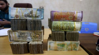 صورة تراجع قياسي تشهده الليرة السورية مقابل الدولار اليوم الاثنين 12/10/2020