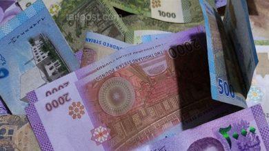 صورة الليرة السورية تصل إلى أدنى مستوى لها مقابل الدولار منذ 5 أشهر وقفزة كبيرة بأسعار الذهب في سوريا