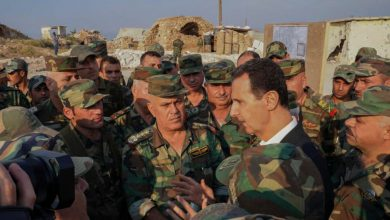 صورة بشار الأسد يصدر قرارات جديدة بشأن خدمة الاحتياط في جيشه.. وروسيا توقف 35 ضابطاً أسدياً وتحقق معهم