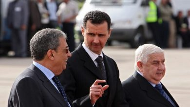 """صورة عمرو موسى في مذكراته: هكذا سكب وزير خارجية عربي """"الماء البارد"""" على وليد المعلم!"""