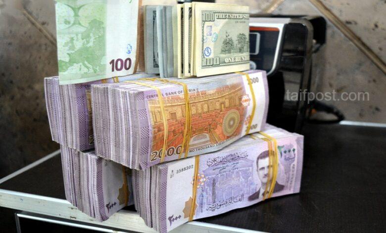 استمرار انخفاض الليرة السورية مقابل الدولار