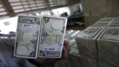 صورة الليرة السورية تنخفض إلى أدنى مستوى لها منذ 8 أشهر مقابل الدولار وارتفاع لافت بأسعار الذهب في سوريا