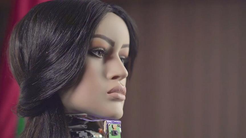 شامة أول امرأة روبوت