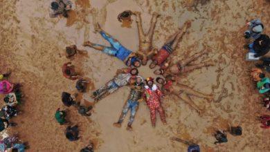 صورة مهرجان الطين في إدلب.. مبادرة لتسليط الضوء على حياة سكان المخيمات خلال فصل الشتاء (صور)
