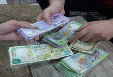 صورة الليرة السورية تنخفض إلى مستوى قياسي جديد أمام الدولار وارتفاع ملحوظ بأسعار الذهب في سوريا