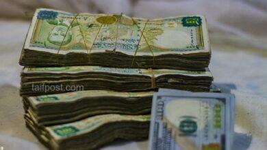 صورة الليرة السورية تسجل أدنى مستوى لها وتتخطى 4000 مقابل الدولار وارتفاع قياسي بأسعار الذهب في سوريا