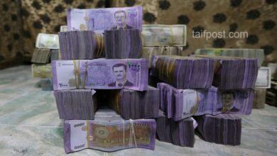صورة انخفاض قياسي تشهده الليرة السورية مقابل الدولار والعملات الأجنبية وارتفاع بأسعار الذهب محلياً