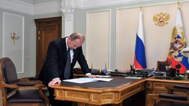 """صورة وفد إسرائيلي وآخر لبناني في موسكو.. مقترحات على طاولة """"بوتين"""" بشأن الحل في سوريا ومصير """"الأسد"""""""