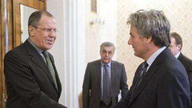 """صورة مصدر مقرب من """"مناف طلاس"""" يؤكد وجود توافق على عملية الانتقال السياسي في سوريا.. ما الجديد؟"""