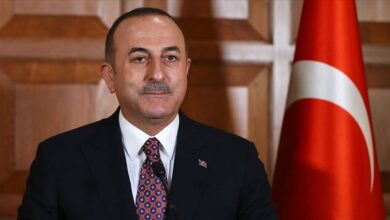 صورة وزير الخارجية التركي يتحدث عن نقطة اتفاق واحدة بين تركيا وبشار الأسد ويشير لمساعٍ روسية لدمج قسد مع النظام