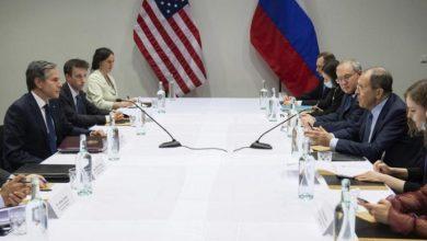 صورة في أول لقاء مباشر بينهما.. وزير الخارجية الأمريكي يوجه طلباً عاجلاً لنظيره الروسي بشأن سوريا