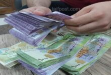 صورة انخفاض في قيمة الليرة السورية أمام الدولار والعملات الأجنبية وارتفاع بأسعار الذهب محلياً وعالمياً