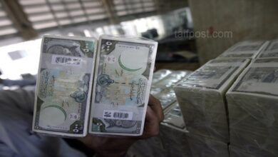 صورة انخفاض في قيمة الليرة السورية مقابل الدولار والعملات الأجنبية وارتفاع بأسعار الذهب محلياً