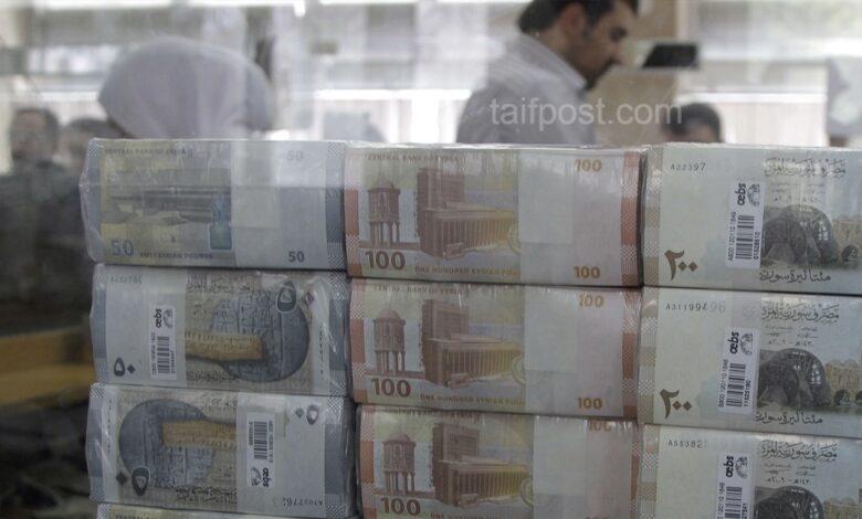 الليرة السورية تنخفض لمستويات جديدة أمام الدولار