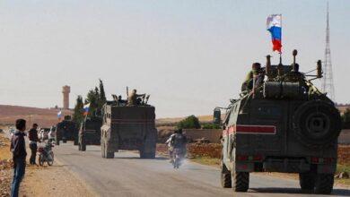 صورة بعد الحديث عن نجاح استراتيجية روسيا في سوريا.. دورية روسية تتعرض للرشق بالحجارة في الحسكة (فيديو)