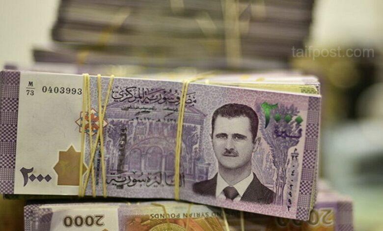 الليرة السورية تواصل انخفاضها مقابل الدولار