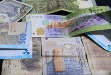 صورة الليرة السورية تواصل تحسنها أمام الدولار والعملات الأجنبية وانخفاض بأسعار الذهب في الأسواق المحلية!