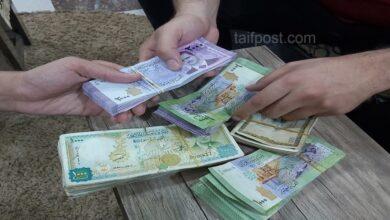 صورة انخفاض في قيمة الليرة السورية أمام الدولار والعملات الأجنبية وارتفاع بأسعار الذهب محلياً