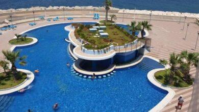 صورة تضاهي أفخم المنتجعات.. افتتاح جزيرة عائمة في اللاذقية للمترفين والأثرياء.. إليكم تكلفة الإقامة ليوم واحد (صور)